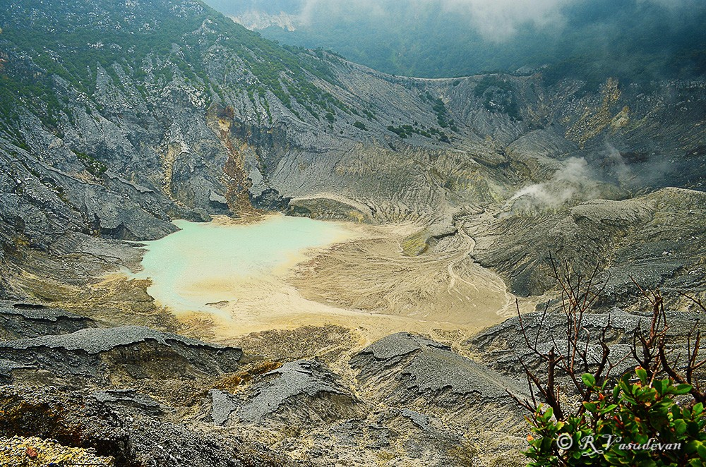 Queen's Crater or Kawah Ratu D5100, f/8, 1/250, ISO 100, 18mm (35mm focal length ~ 27)